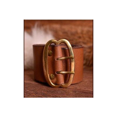 Cinturón ancho con hebilla doble